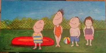 Enfants dans la cour avec petite piscine gonflable
